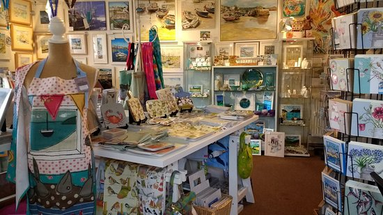 Charlestown, UK: Atishoo Gallery, Art, Gifts and Jewellery.