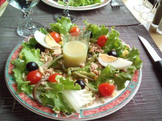 La Montagne, France : salade niçoise