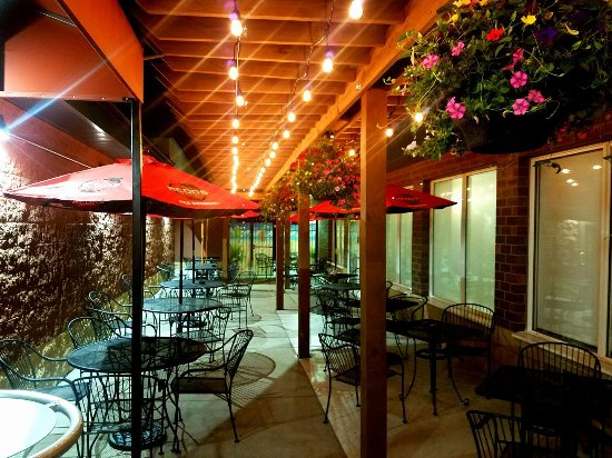 Vadnais Heights, MN: Full Service Patio
