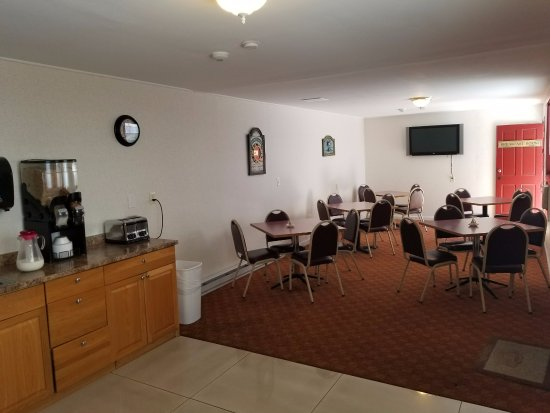 All Seasons Inn & Suites - Bourne: Breakfast area
