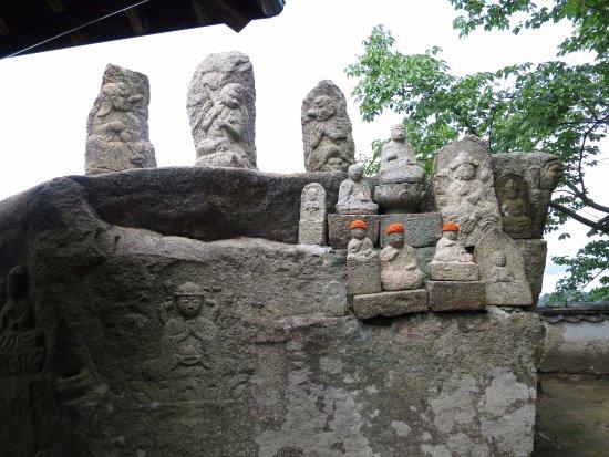 Mt. Shirataki: 石仏群3