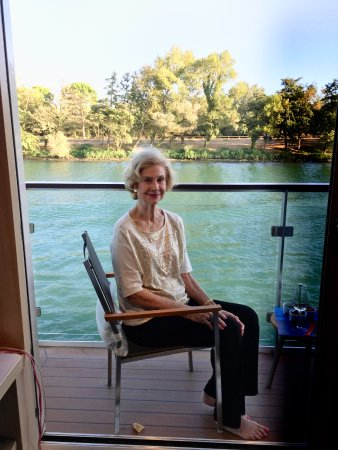 Lignan-De-Bordeaux, Fransa: This was the only place that my mother could sit in our room.