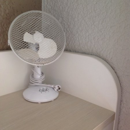 Appoigny, Francia: La climatisation de la chambre !