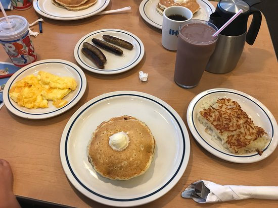 Bear, DE: Eggs, pancakes, sausage links, hashbrown, chocolate milk, coffee