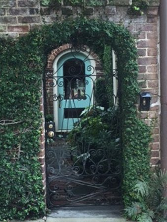 Charleston Footprints Walking Tours The Front Gates To Homes In Old Town