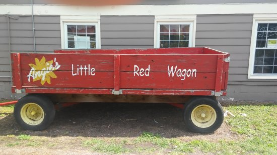 Angie's Restaurant: Red Wagon in front