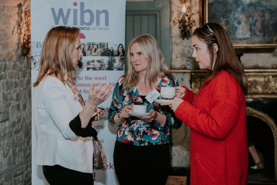 Castleknock, Irlanda: WIBN Members talking business over a coffee