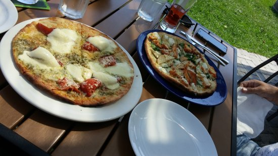 The County Cider Company: Margherita and a pollo pizza