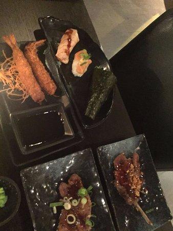 Osdorp, Países Bajos: fried shrimps, nigiri cocktail, flames salmon, vegi wrap, lamb chops (yellow was better)