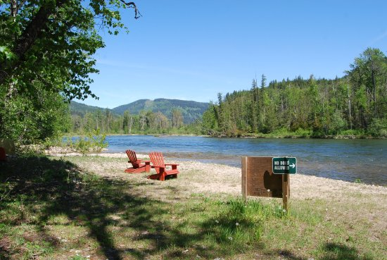 Enderby, Kanada: Lazy days on the Shuswap River