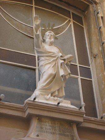 Église collégiale du naufrage de saint Paul : Statue of St Paul over the entrance