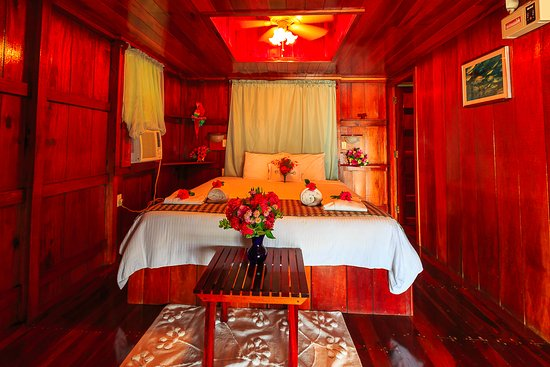 St. George's Caye Resort: Overwater Cabana with hardwood ceiling in bedroom area for optimal a/c