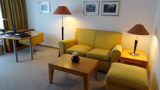 Bureau et coin sofa bild von the mandala hotel berlin tripadvisor
