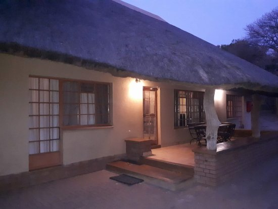 Skukuza Rest Camp: house at dawn