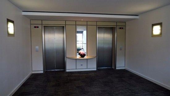 The Mandala Hotel: les ascenseurs