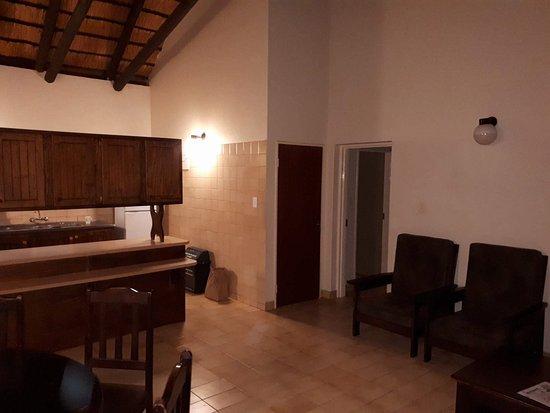 Skukuza Rest Camp: Kitchen/living room
