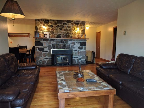 Temagami, Kanada: Fireplace Suite #37