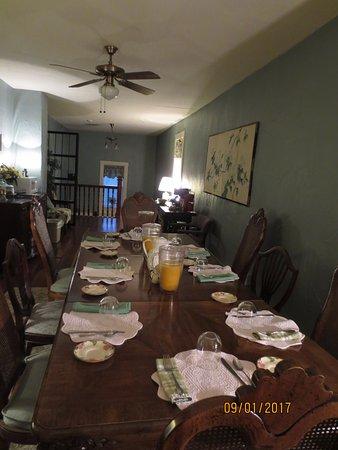 Jailer's Inn Bed and Breakfast : Jailers Inn dining room