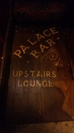 The Palace: To the bar