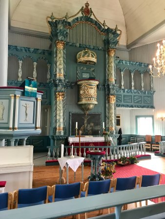 Tynset, Noruega: The altar and pulpit in the church