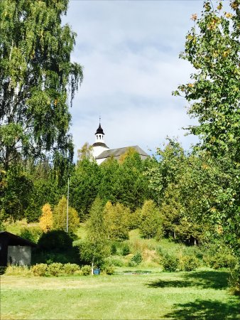 Tynset, Noruega: The church from the valley below