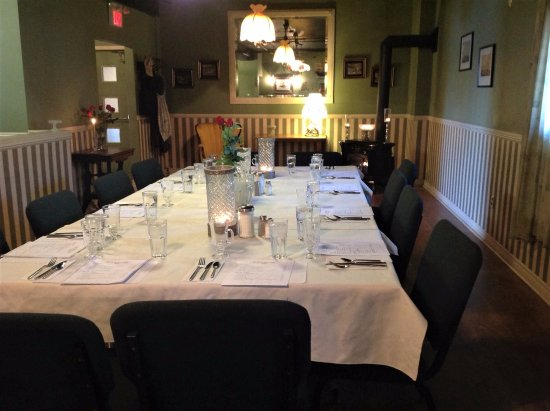 Dunnville, Canadá: Private dining room which is open for reservation for parties and gatherings!