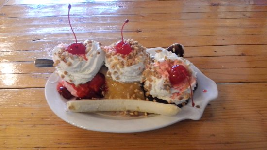 Fort Gratiot, Мичиган: Traditional Banana Split