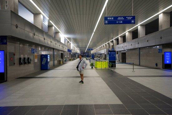 Macau, China: Terminal do obsługi tłumów podróżnych :) a tu nagle pustka i tylko ja.