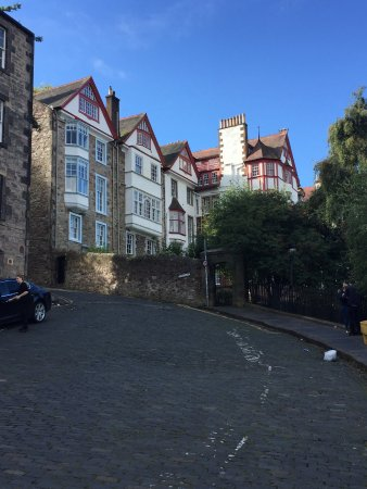 Real Tours Edinburgh : Beautiful side street in Edinburgh