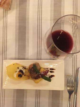 De Vins: Buenísimo restaurante en El Centro de Tarragona. Pedimos menú degustación y no decepcionó. Buen