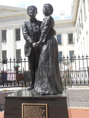 Statue of Dred Scott & his wife Harriet outside of the Old Courthouse