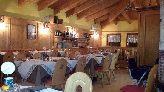 Vezza d'Oglio, Италия: Sala al primo piano