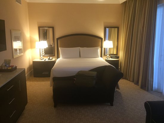 The Beverly Hilton: Room 452
