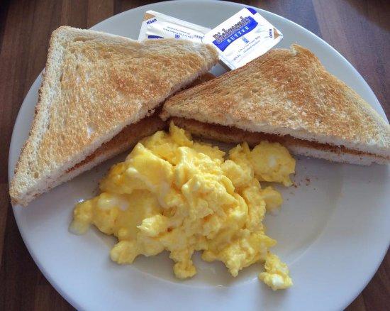 Xemxija Cafe: I do like scrambled eggs!
