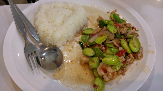 Krua Apsorn: Rice + parkla speciosa, prawns & pork. Never had that before !