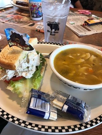 La Habra, CA: Soup and half tuna sandwich lunch portion