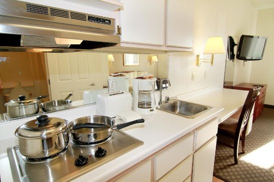Siegel Suites Select – Las Vegas Boulevard: All kitchenettes are fully stocked to meet your cooking needs.