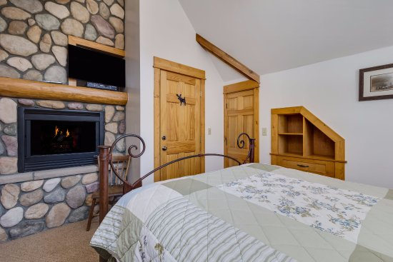 Minturn, CO: The King Ranch room