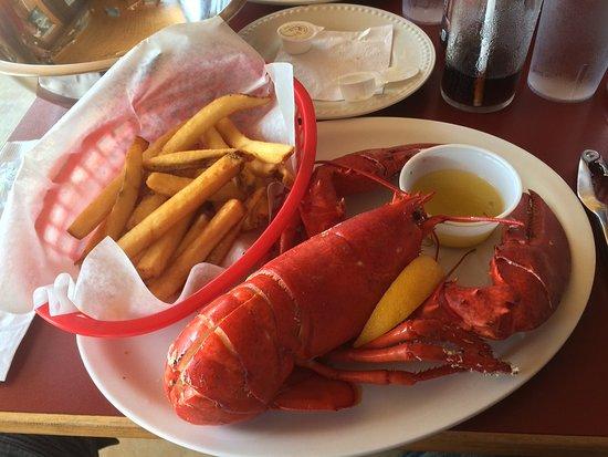 West Dover, Kanada: Frischer Lobster in Butter mit Fries