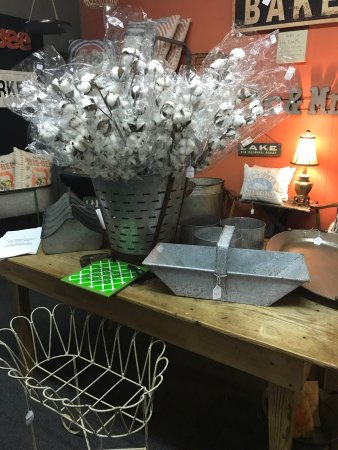 Oak Ridge, Tennessee: Super cute shop!  Lots of variety, over 40 vendors...