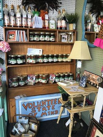 Oak Ridge, TN: Super cute shop!  Lots of variety, over 40 vendors...