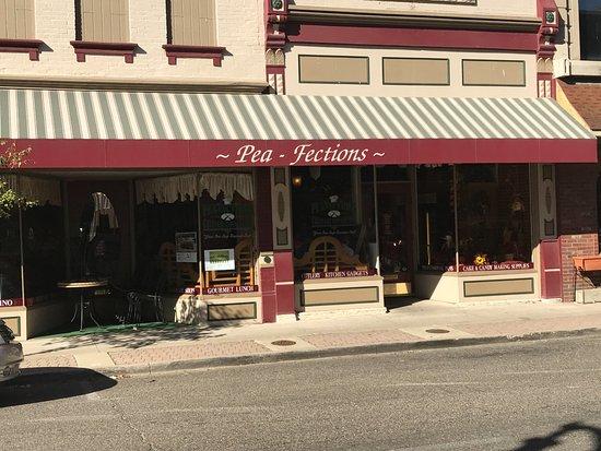 Vincennes, IN: Facade of Pea-Fections