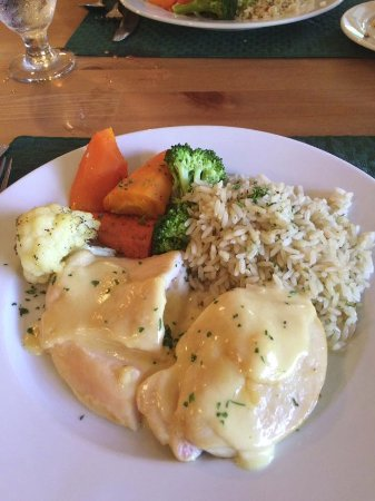 South Milford, Canadá: Chicken breast stuffed with gouda and apple, very tasty
