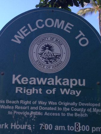 Keawakapu Beach: Sign entering parking lot.
