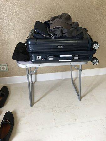 Axel Hotel Barcelona & Urban Spa : Luggage rack