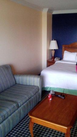 Residence Inn by Marriott Delray Beach: Vista desde la ventana hacia el interior