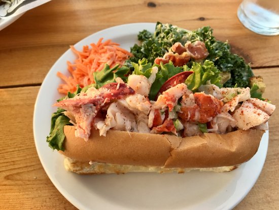 North Rustico, Canada : Look at all that lobster in the lobster roll - yum!