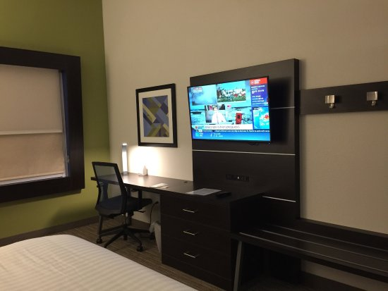 Mount Vernon, IL: The best ultr modern Holiday Inn Express. I loved my stay