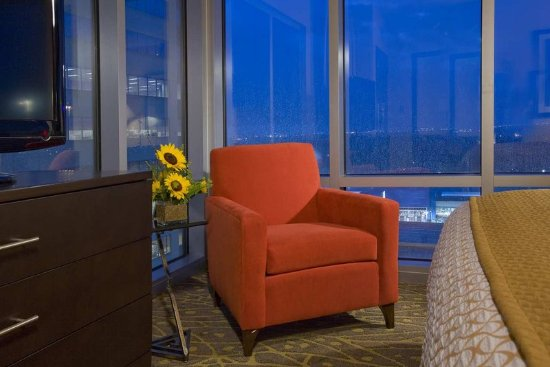 Embassy Suites by Hilton Houston - Energy Corridor: Guest Suite Sitting Area