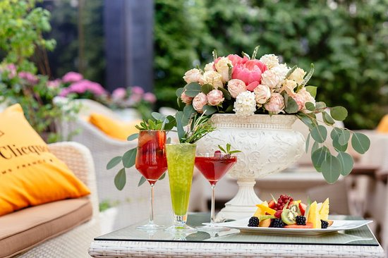 ‪‪InterContinental Kiev‬: Summer Cocktails in Comme Il Faut Restaurant‬